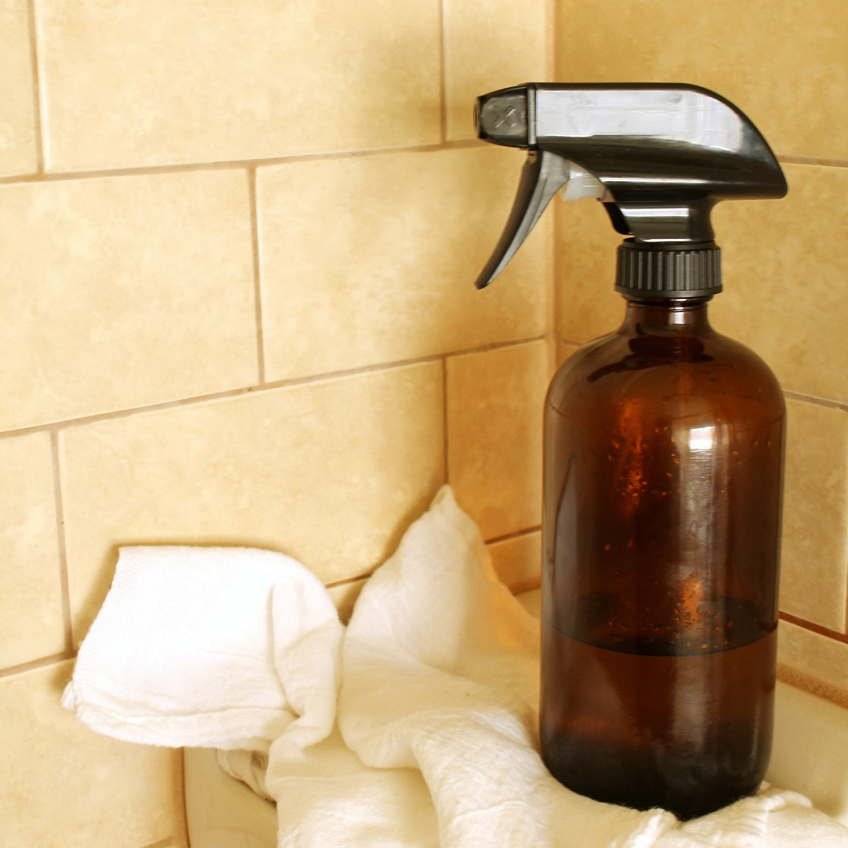 Daily Shower Cleaner Recipe from RecipeswithEssentialOils.com