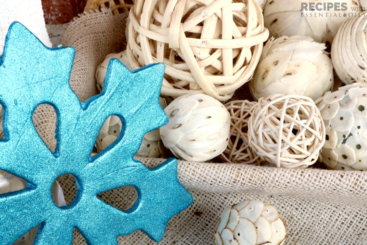 Easy Craft Project: Christmas Diffuser Ornament from RecipeswithEssentialOils.com