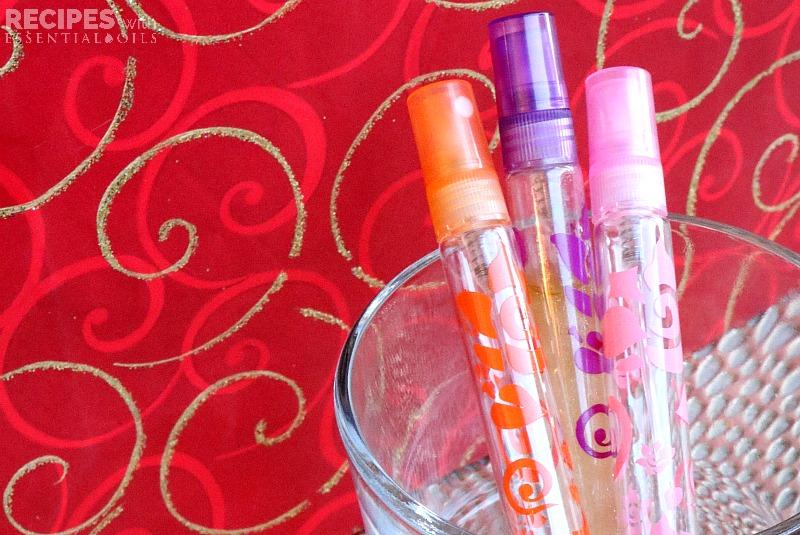 Christmas Perfume Spray Recipe plus more holiday essential oil gift ideas for her from RecipesiwthEssentialOils.com