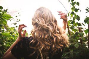 hair lightening spray using essential oils
